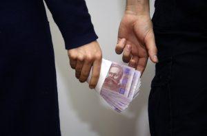 хабар гроші